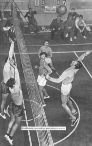 Волейболисты круглый год встречаются в матчах