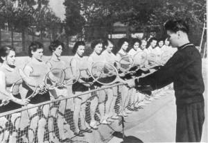 Юные теннисисты продолжат традиции старших товарищей