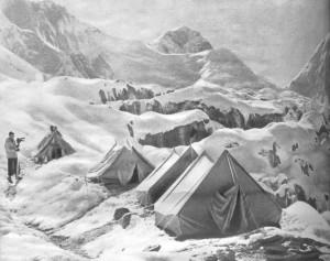 В альпинистическом лагере.