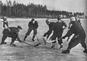 В хоккей с мячом играют повсюду.