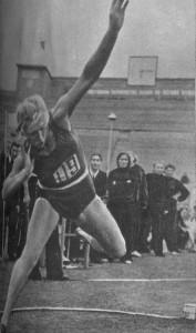 победительница XV Олимпийских игр Галина Зыбина.