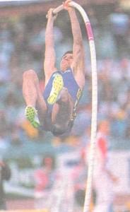 Сергей Бубка исполняет прыжок