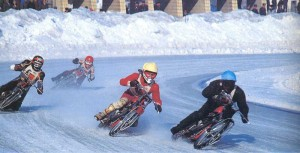 заезд на мотоциклах в зимних условиях