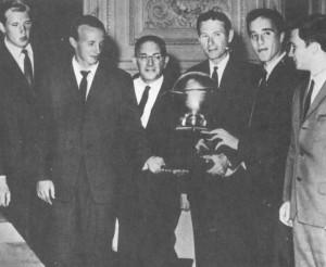 команде впервые вручен Кубок Галеа