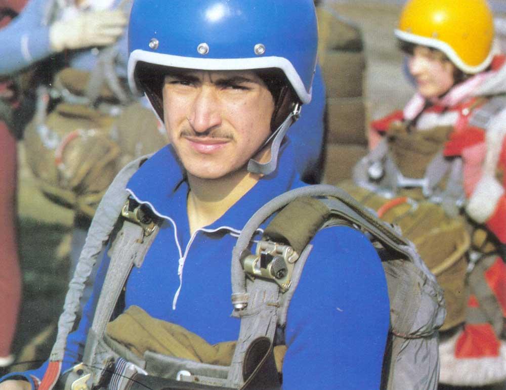 Tags парашютист парашютный спорт