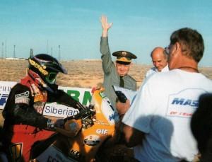 Шумилин даёт старт мотоциклистам